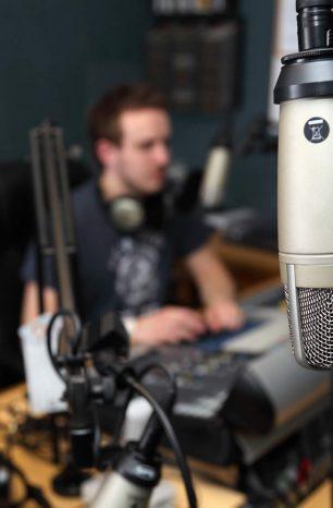 Nomes para programas de rádio e slogans: veja exemplos e inspire-se!